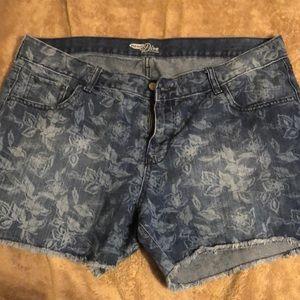 Old Navy Diva flower print shorts size 16